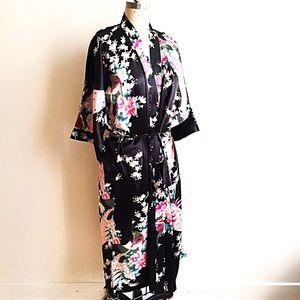 Jackets & Blazers - Beautiful Black Silk Robe Kimono Duster!