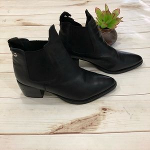 💝Topshop leather booties elasticized sides!