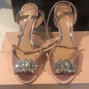 Jewel Badgley Mischka size 7 champagne heels