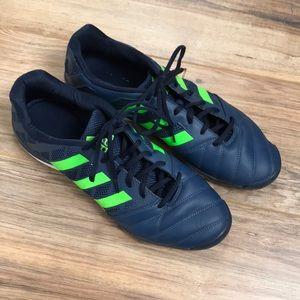 Adidas Lightweight Sneakers 👟