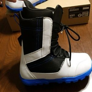 Burton Invader white black blue snowboard boot 12