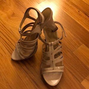 NATURALIZER Beige Patent Leather Heels