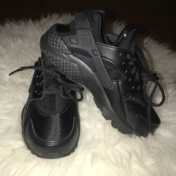 62433573c8bf Women s Nike Air Huaraches 5 1 2🌑