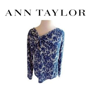 Ann Taylor L Sweater Blue Floral Accent Vee Neck