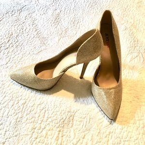 Gold pretty party New Shoes never worn