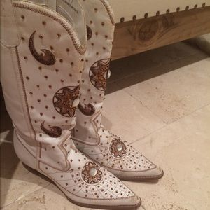 One of a kind gorgeous beaded boots!