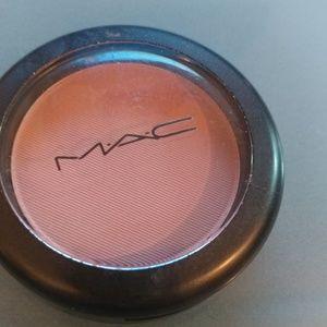 MAC powder blush in Cubic