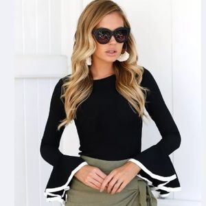 Tops - 💕1 Left 💕 Stretch Bell Sleeve Top