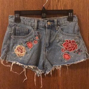 1117 Juniors embroidered rose shorts.