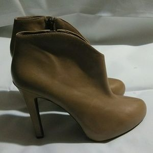 New W/ O Tags, size 8 Leather Bootie
