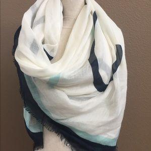 Large scarf chic white blue back