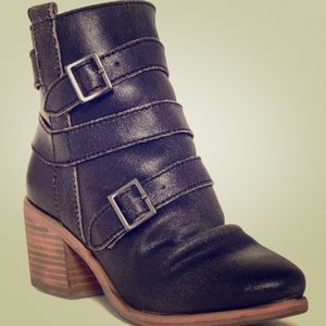 Kelsi Dagger Buckle Boots