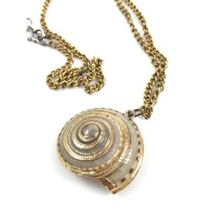 Vintage gold outlined sea shell necklace