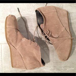Too heeled booties