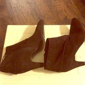 NWOT Chocolate Bandolino Boots