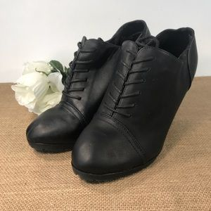 White Mtn Womens 8.5 Lace Up Black Heels