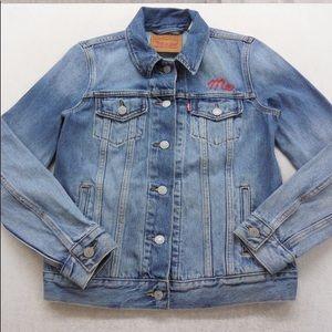 Fun & flirty Levi's jacket
