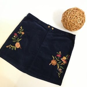 Mossimo Supply embroidered corduroy skirt, Sz. 16