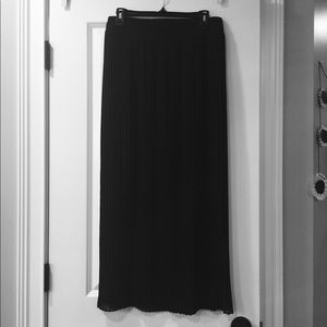 • Black Sheer Pleated Maxi Skirt •