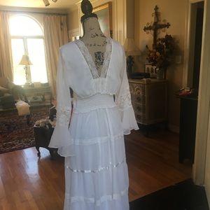 Dresses & Skirts - Gorgeous detailed white floor length dress