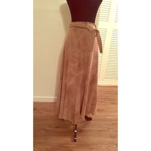 Reba Suede Skirt WMNs Size 14