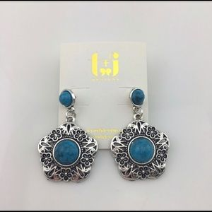 Boutique Blue Stone Flower Earrings