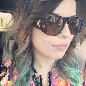 Vintage Chanel sunglasses w/ Case