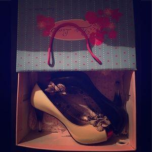 Poetic license heels 8.5