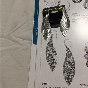 Freestyle Earrings(Silpada Designs)