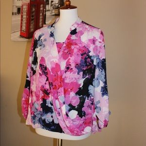 Alfani floral cute blouse😊