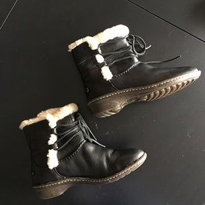 UGG Rianne Black Leather Laced Booties size 9