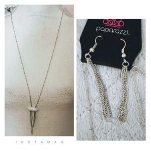 🚨2/$10🚨 Necklace w White Stone Pendant