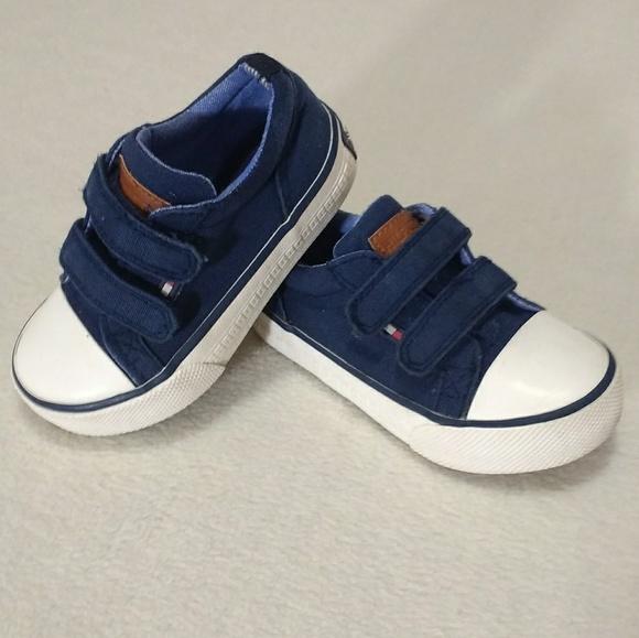 87bd2c58ad81 Little Boys Tommy Hilfiger Velcro Sneakers. M 5a0fbada3c6f9fed71007d12