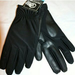 Isotoner Signature SmarTouch Gloves.