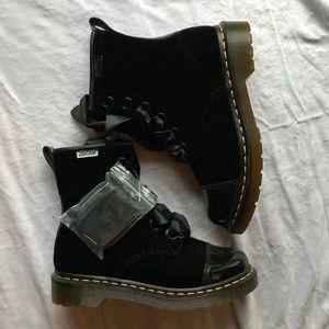 Brand new velvet patent leather dr Martens boots 6