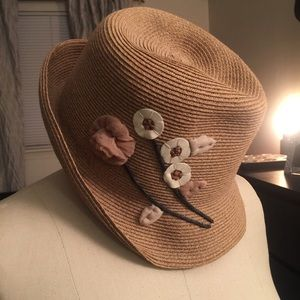 Straw hat with floral embroidery