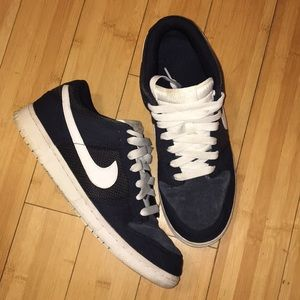 Men's Casual Nike Sneakers; Navy Blue & White