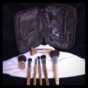 Other - Mixed makeup brush set w BareMinerals makeup bag