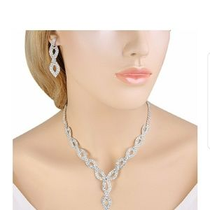 Elegant pendant necklace and earrings set