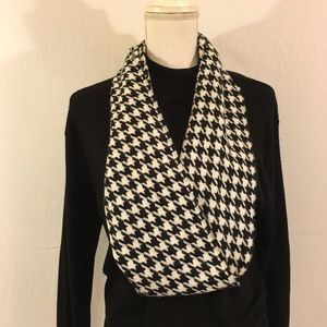 Softer Than Cashmere? D&Y Houndstooth Scarf