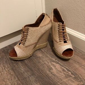 White and tan size 8.5 wedges