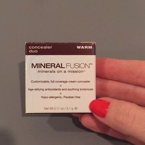 NWT Mineral Fusion concealer duo in Warm