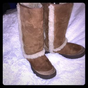 UGG woman size 6 in good condition