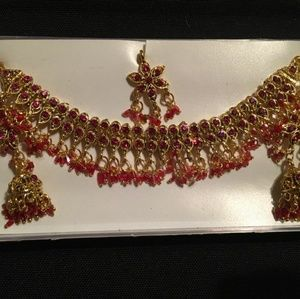 NWOT necklace set
