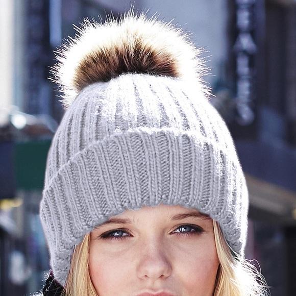 d5d25800f72 Light grey ribbed knit beanie and faux fur Pom Pom