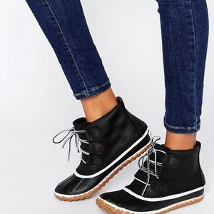 SOREL Out N About Leather lace up ankle boot