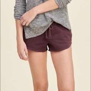 Hollister twill short with drawstring tie.