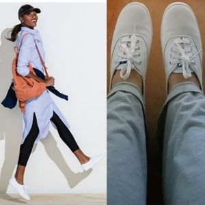 USED Keds lace up canvas shoes in white