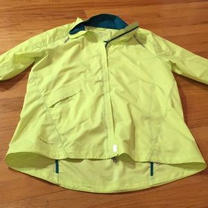 Nike vented yellow storm fit lightweight w/pocket