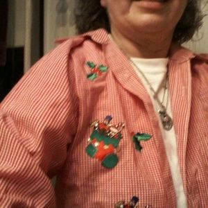 hristmas check shirt with embroidered appliques